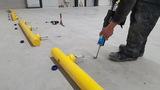 Kunststof doorrijbeveiliging ø70 mm. -2000mm.x125mm. brede voetplaat