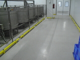 Kunststof doorrijbeveiliging ø100 mm. -2000mm.x155mm. brede voetplaat