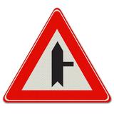 Verkeersbord B5 voorrangskruispunt zijweg rechts