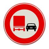 Verkeersbord F3 Verbod voor vrachtauto's om motorvoertuigen in te halen