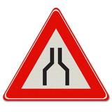Verkeersbord J17 - Waarschuwing voor rijbaan versmalling