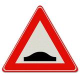 Verkeersbord J38 - Waarschuwing voor verkeersdrempel