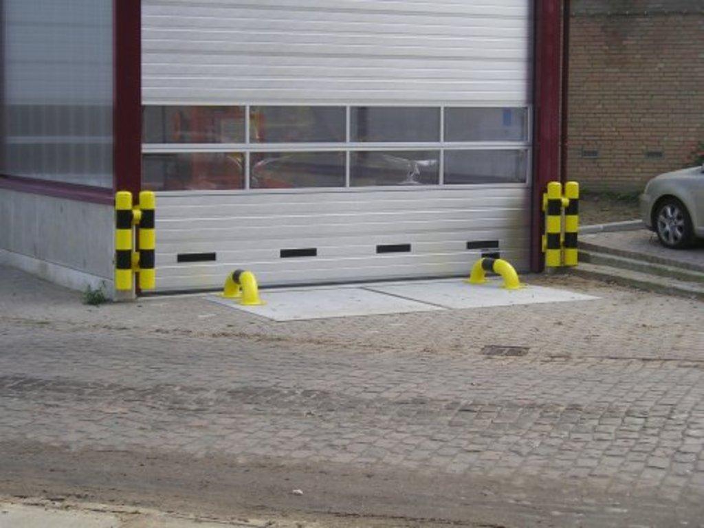 Wieldwinger recht 1000 mm. op betonvloer, thvz, RAL 1023, zwarte folie band